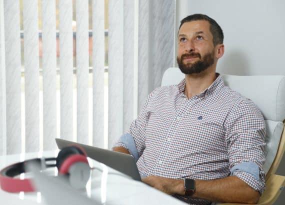 Георги Малчев в офиса на Xplora BG (снимка за интервю на Go Guide)