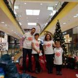 Георги Малчев, заедно с двете си деца помагат за събирането на детски играчки за благотворителната инициатива Holiday Heroes